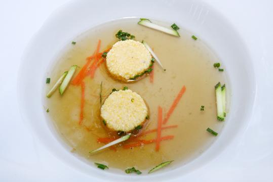 gesundes ober sterreich klare suppe mit gebratenem polenta. Black Bedroom Furniture Sets. Home Design Ideas